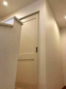 宇土 Y様邸 2F 左奥部屋 階段上がりから見た扉