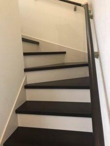 良町モデル2 階段2