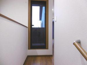 190210 東区I様邸 2F階段からバルコニー入口